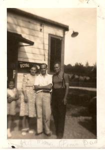 L-R Patricia Howes Adcock, Olive Roll Howes, Finis Pittman, and Hugh A. Howes